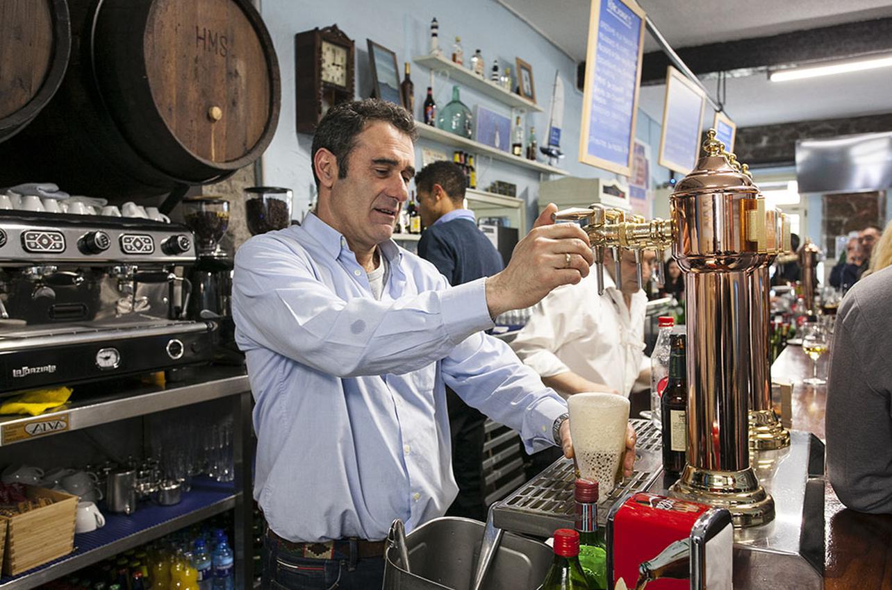 José Ignacio, el menor de los hermanos Aja Fernández, es el encargado del local.