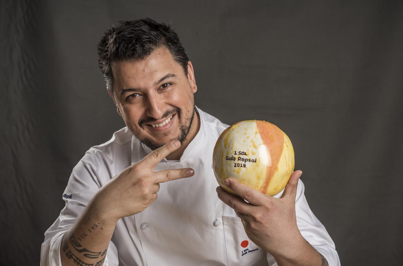 Mario Payán luciendo el Sol recibido por primera vez en 2019 en Kappo.