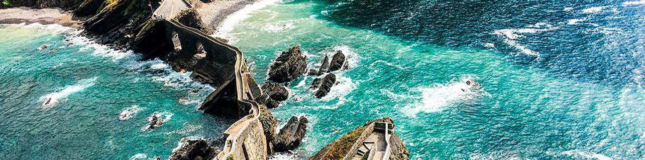241 escalones de roca y mar