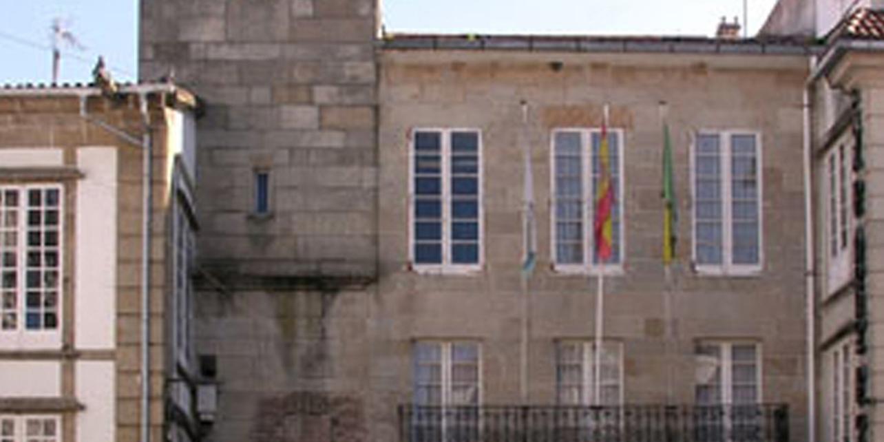 Casa del Concello y plaza Real
