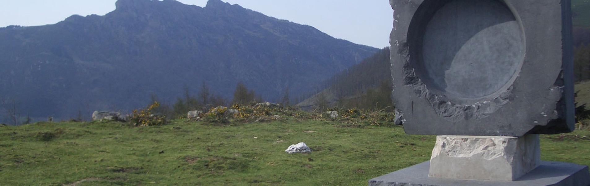 Monumento a Aita Donostia