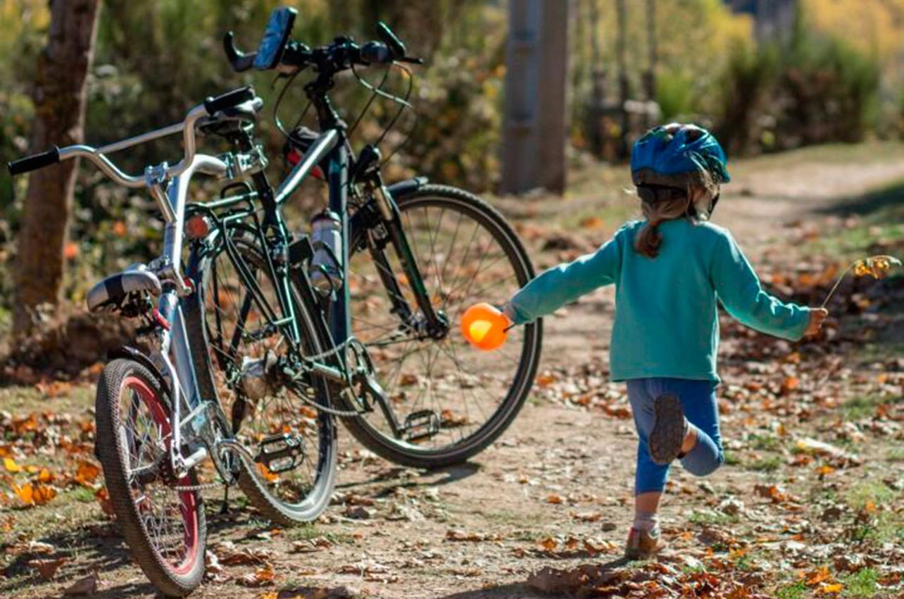 Los niños se lo pasan en grande con sus bicicletas. Fotos: Laura López y Ana Novelón