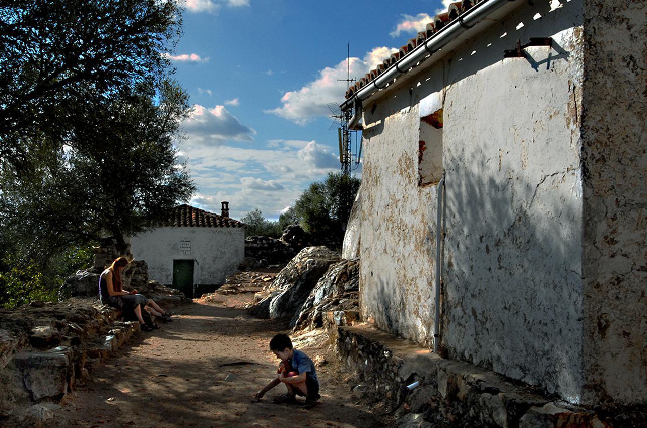 Castillo árabe de Monfragüe y ermita. Foto: Marga Estebaranz.