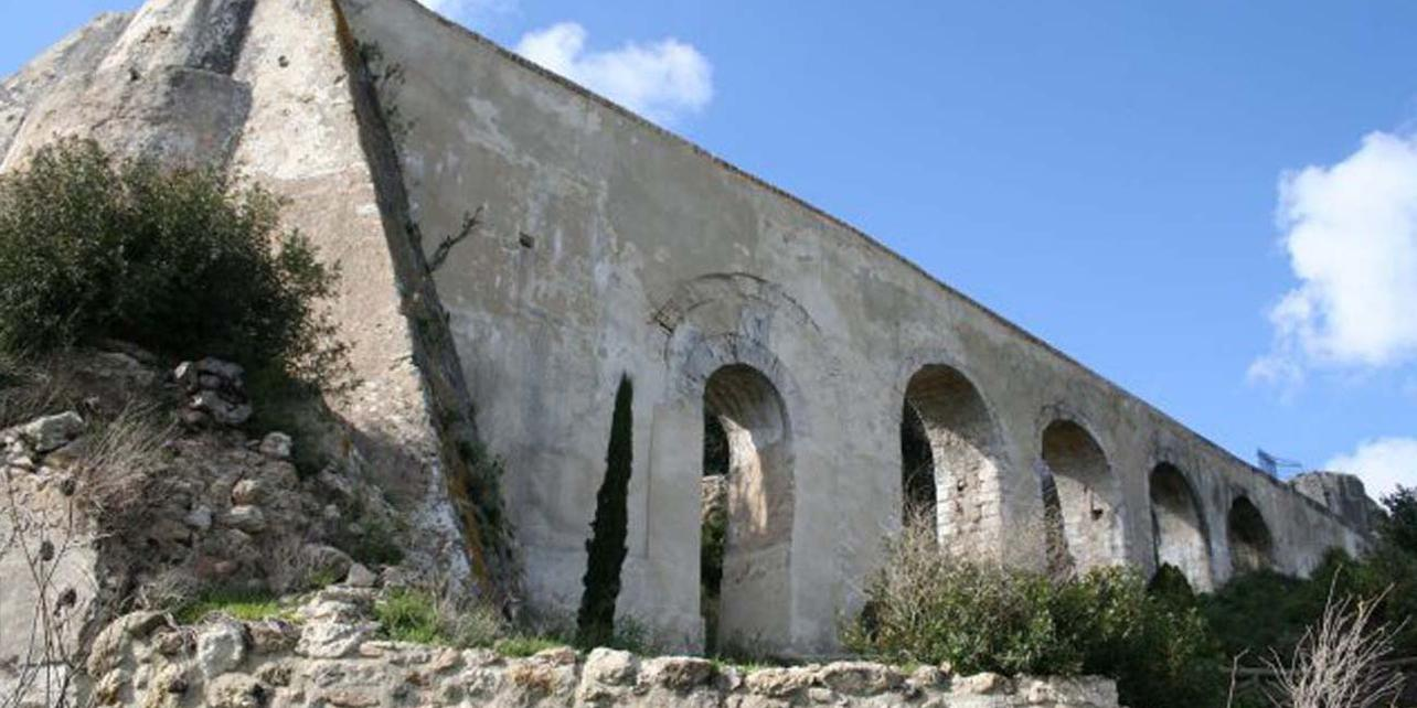 Acueducto romano de Santa Lucía
