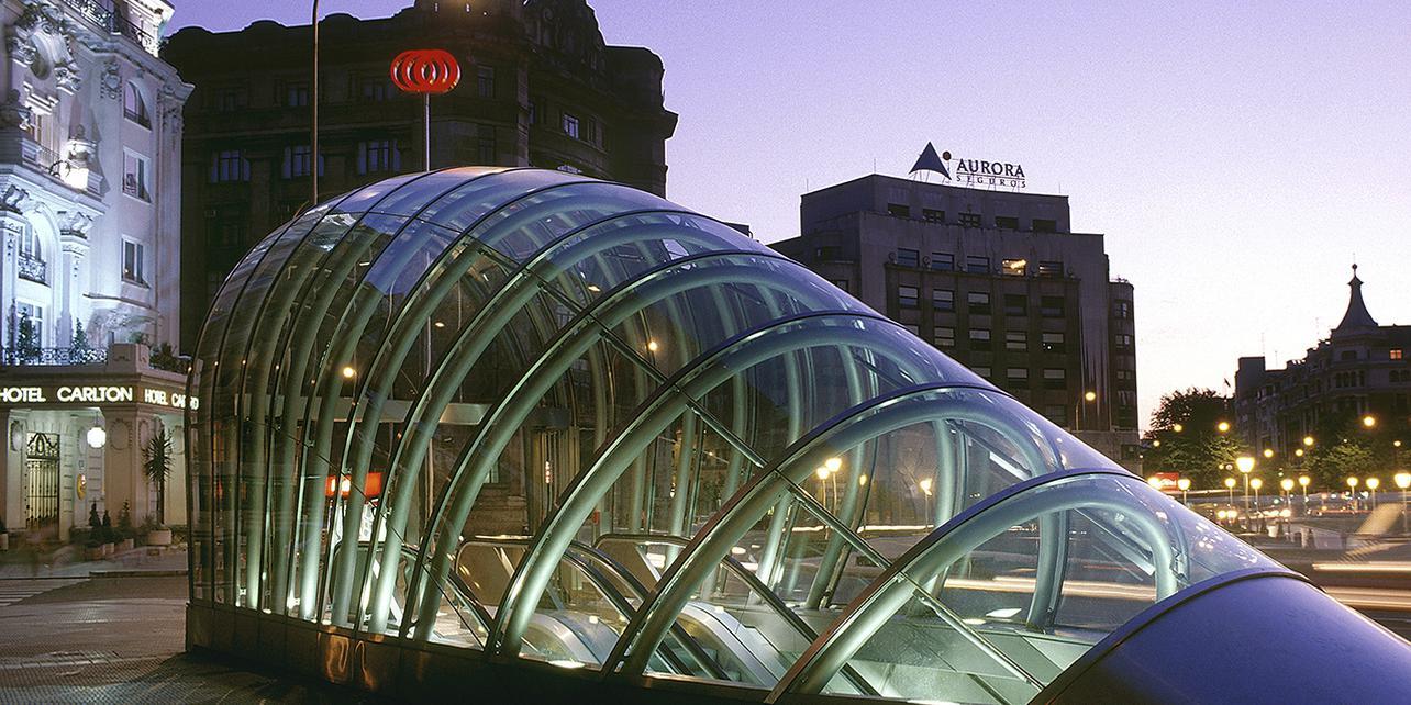 """Metro de Bilbao (los """"fosteritos"""")"""