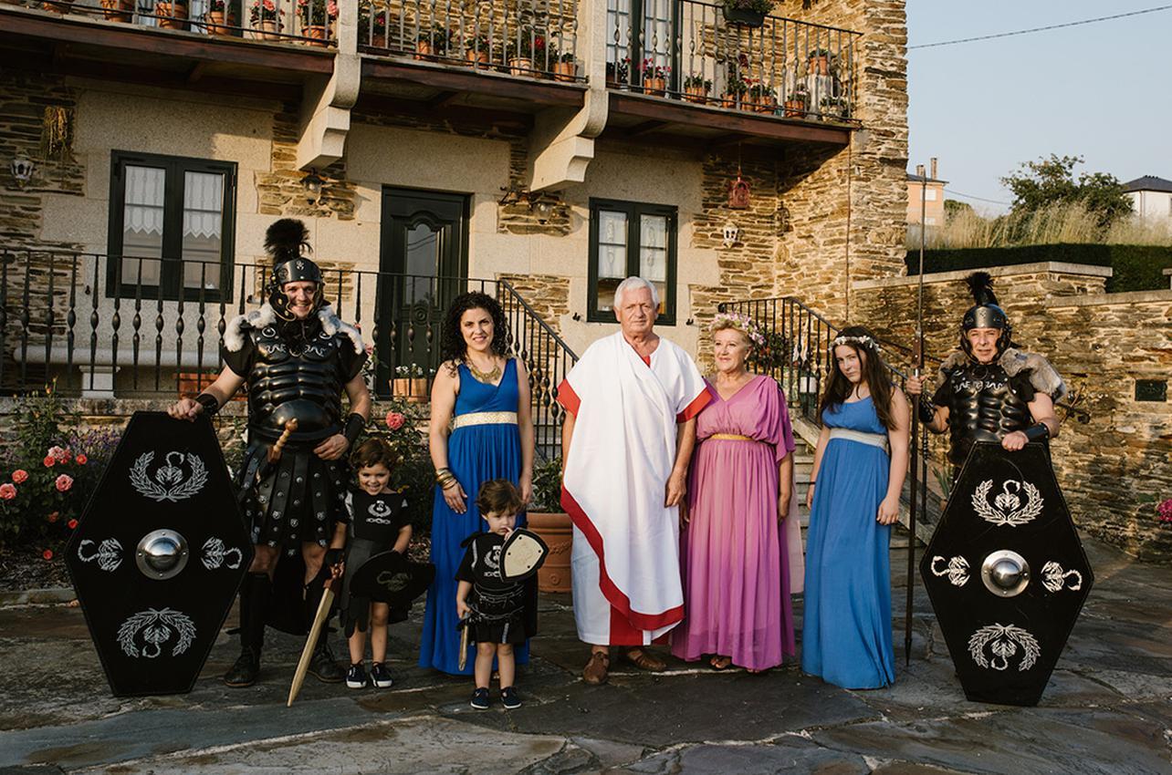 La familia pretoriana casi en su totalidad, preparada para el Arde Lucus. Foto: Nuria Sambade