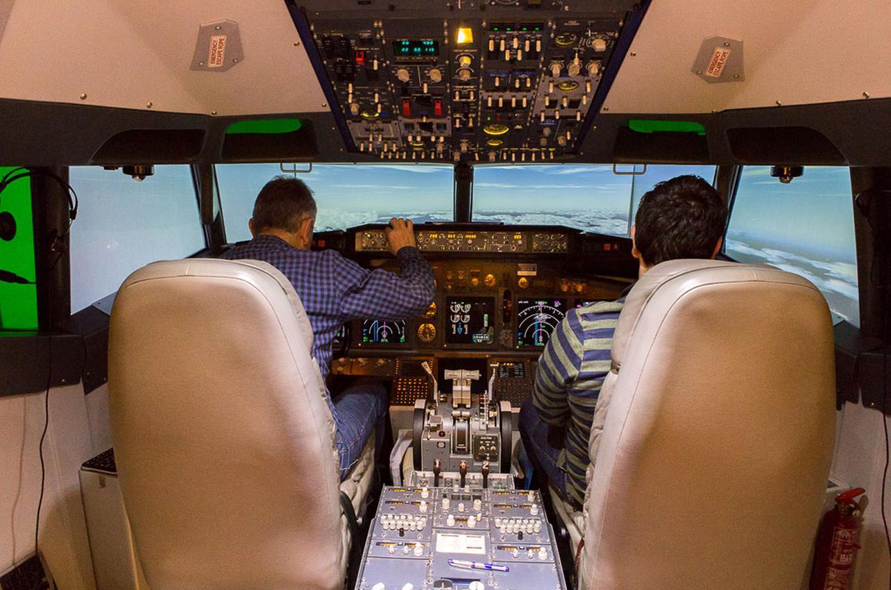 Un simulador que te hace casi volar de verdad. Foto: César Cid