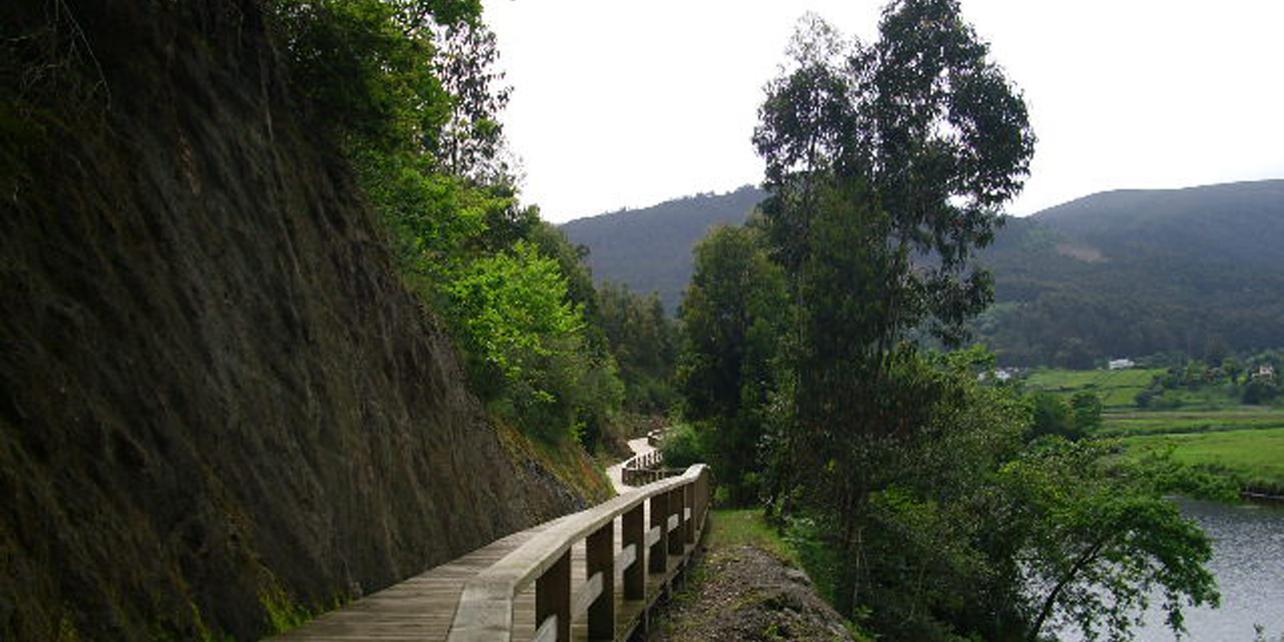 Paseo fluvial del río Landro