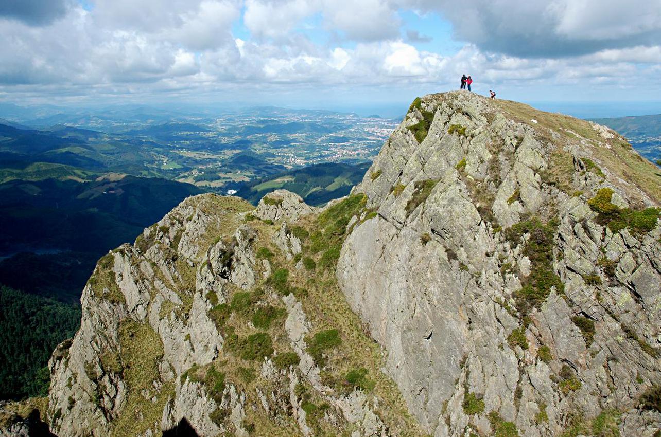 Vista de la Peña Aia. Foto: Alfredo Merino.
