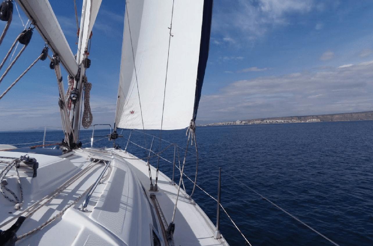 Alquiler de velero con patrón en Santa Pola