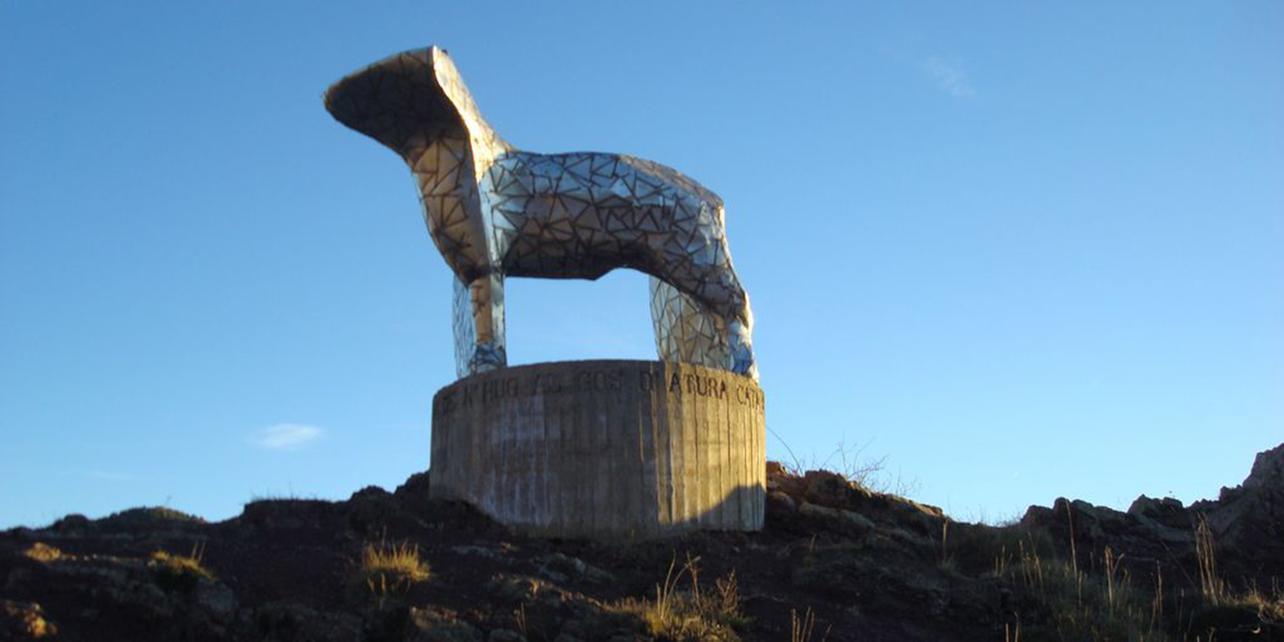 Monumento al perro pastor catalán