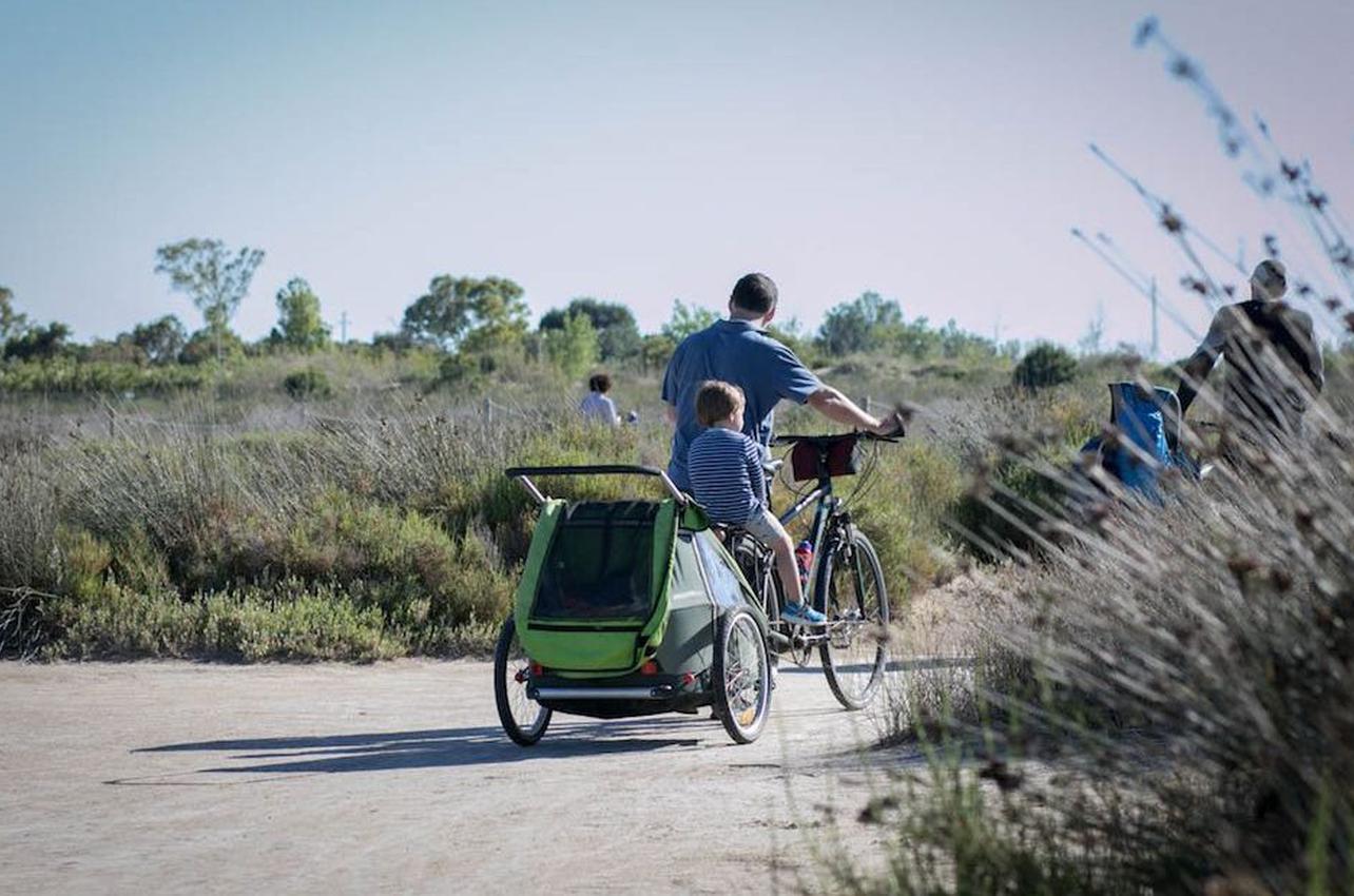 Un terreno llano y miles de rincones que explorar en el Delta del Ebro. Foto: Pekebikers.