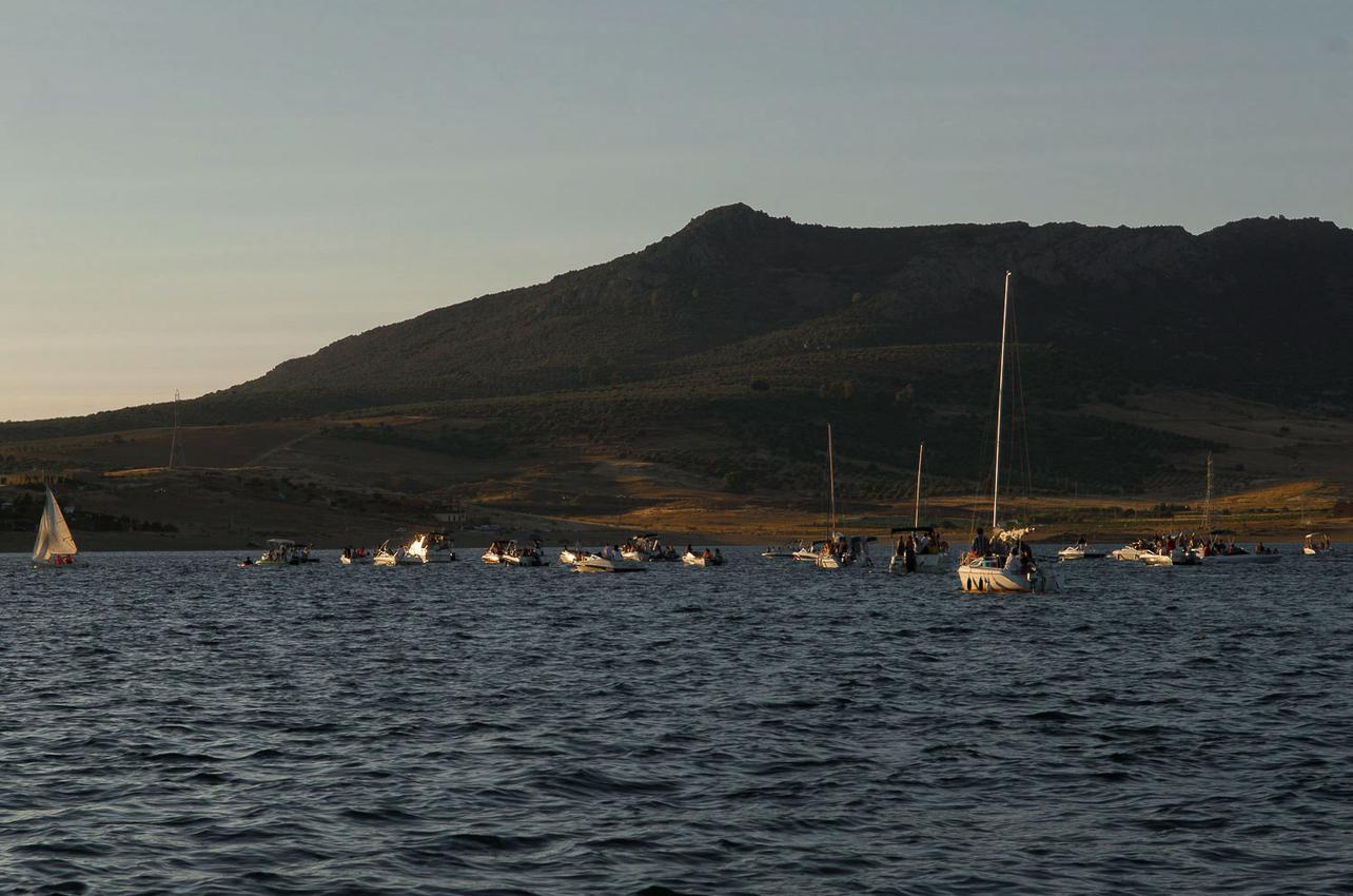 El embalse es conquistado por veleros en verano. Foto: Manuel Ruiz Toribio