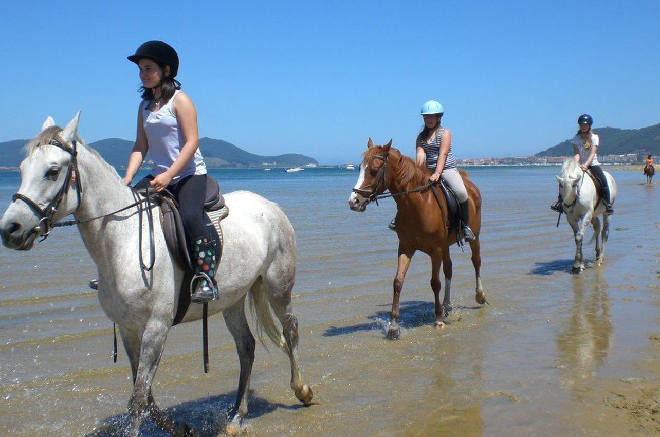 2h de Ruta a Caballo por la playa de Laredo en Cantabria