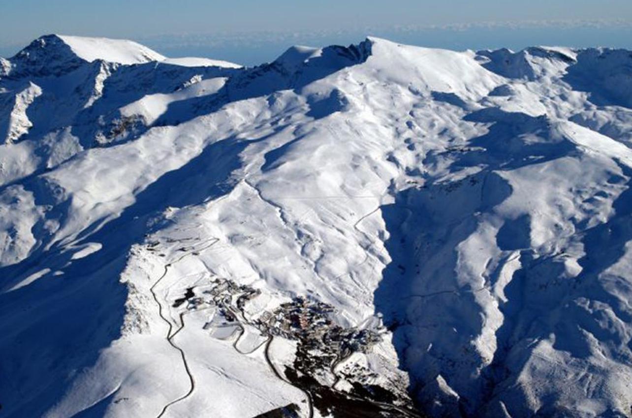 Vista aérea de las pistas de esquí de Sierra Nevada. (Foto: Guia Repsol.)