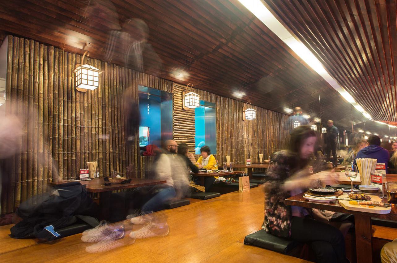 Aquí comer de rodillas tiene truco. Foto: hattori-hanzo.com.es