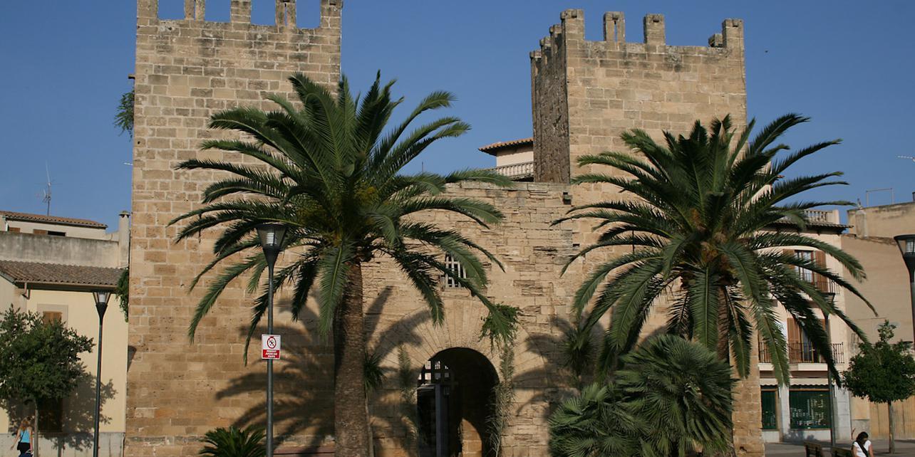 Muralla y puerta de Alcúdia
