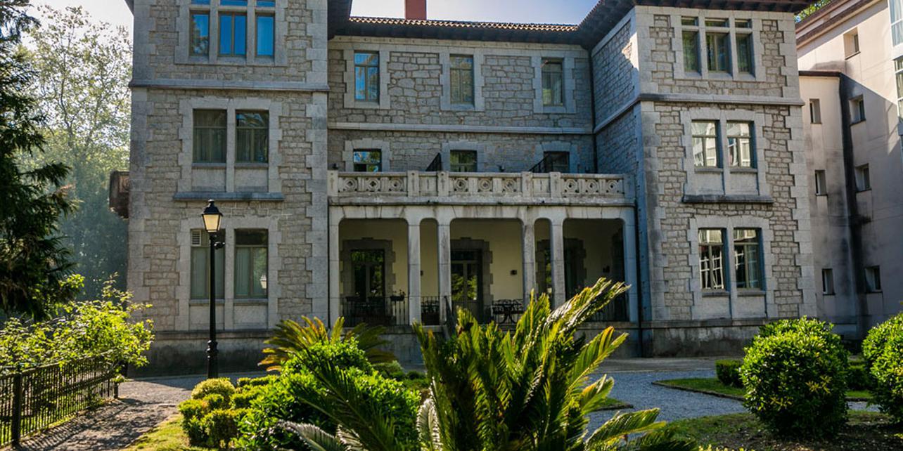 Palacio de Eguilior - Parador de Limpias