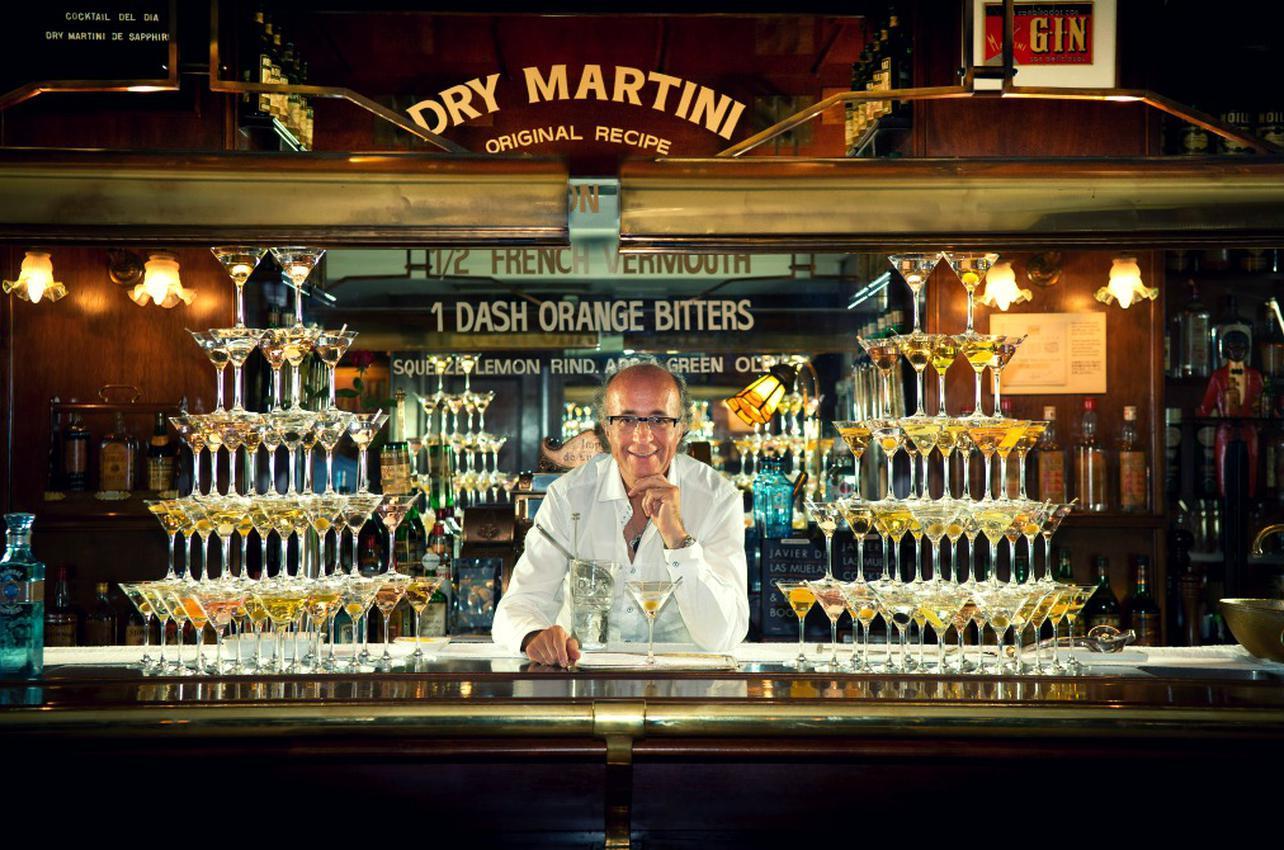 Javier de las Muelas tras la barra de Dry Martini. Foto: Javier de las Muelas.