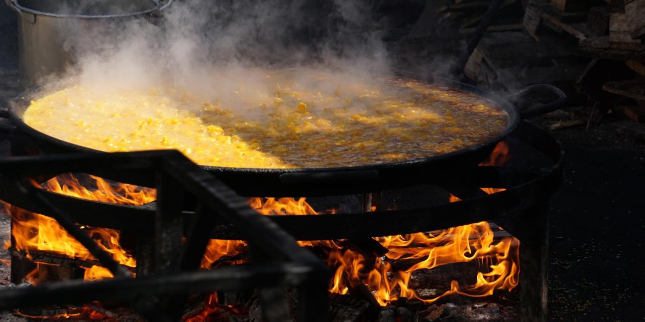 Paella de coliflor, ajos tiernos y bacalao