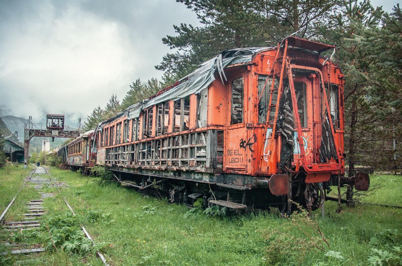 La historia de esta estación puede intuirse en estos vagones abandonados. Foto: Juanedc (Flickr)