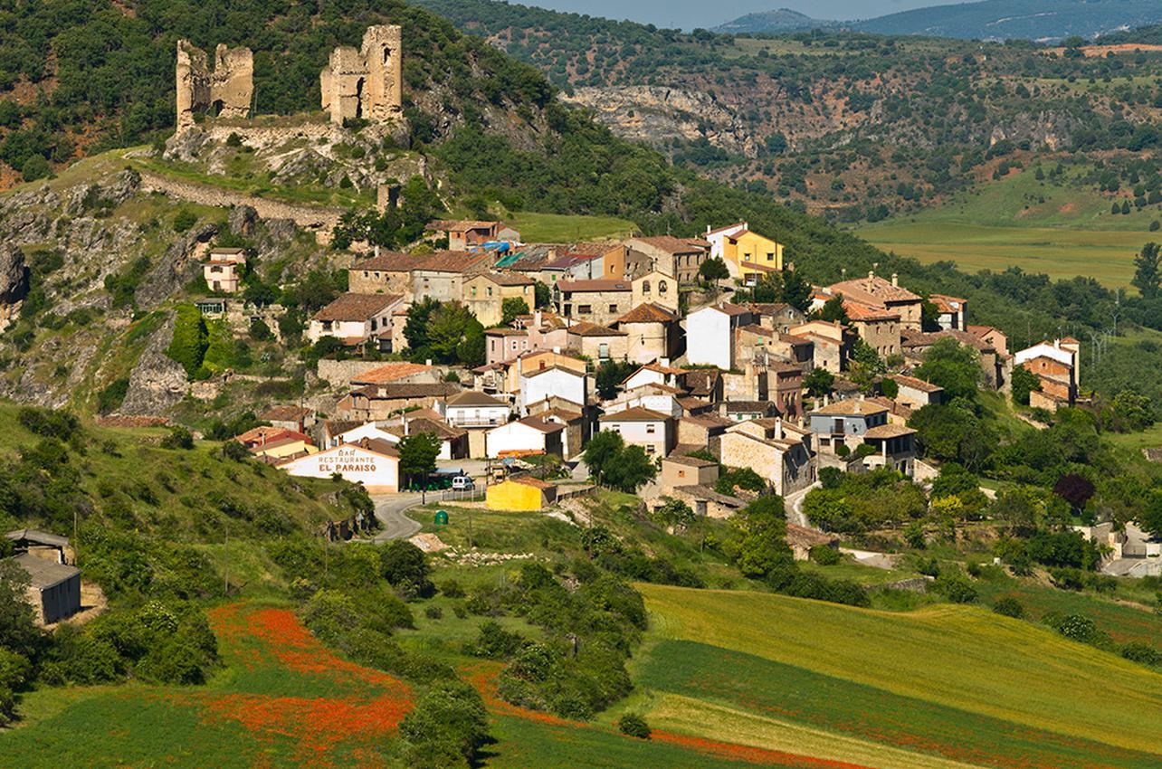 Pueblos de España que merecen ser visitados Rio_dulce_pelegrina_shutterstock_1284x850_q75_middle