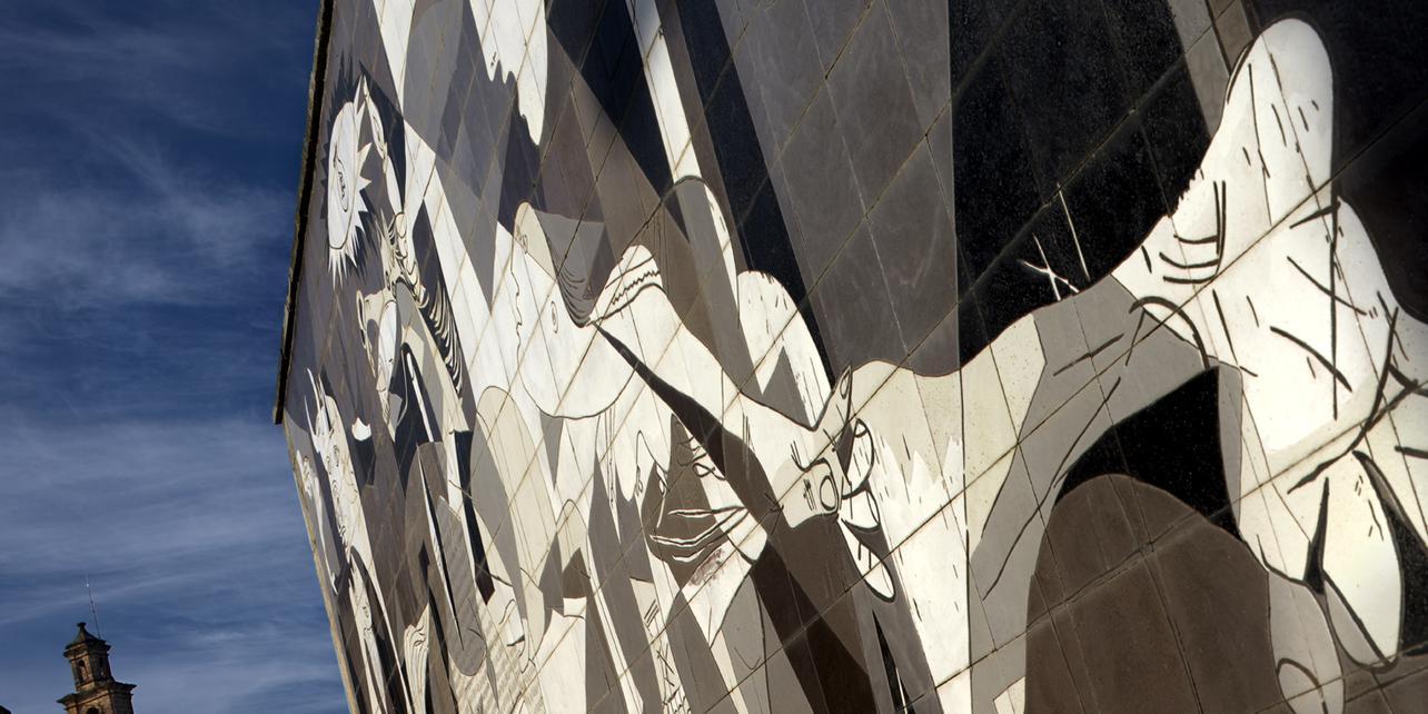 """Mural en cerámica del """"Guernica"""" de Picasso"""