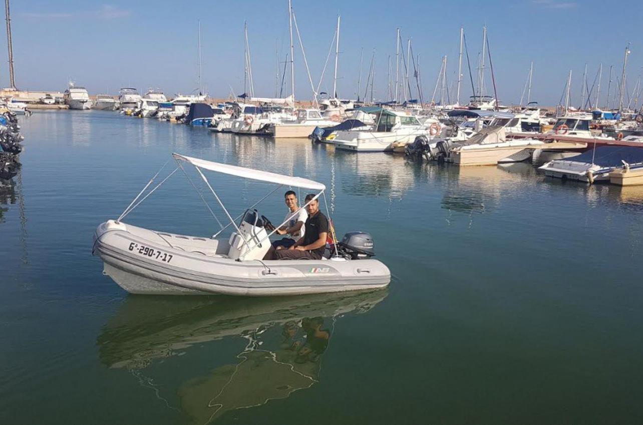 Alquiler de embarcación sin titulación en Valencia